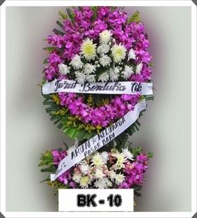 merupakan pengiriman rangkaian bunga dalam bentuk bunga krans yang berbentuk seperti ling Kirim Bunga Krans Duka Cita Sawangan